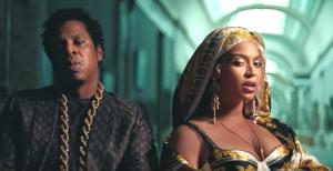 Jay-Z en Beyonce in het Louvre in de video APES***T - The Carters (2018)